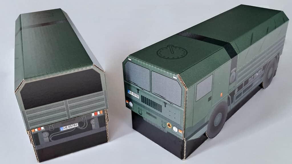 Opakowanie kartonowe w kształcie ciężarówki wojskowej Jelcz.
